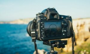 dslr camera for kayak photography overlooking a water view